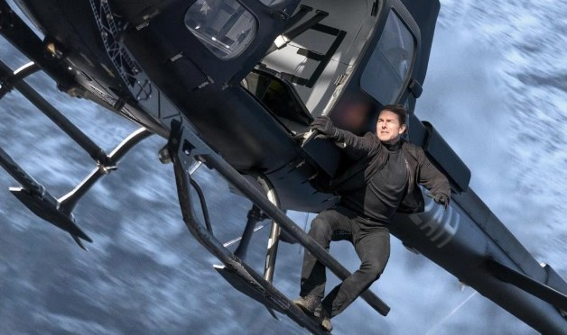 Featurette: Tom Cruise Performing Helicopter Stunt in Mission Impossible: Fallout